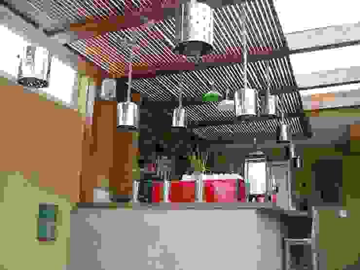 Rustic style wine cellar by Empório Brasil Marcenaria Rustic Wood Wood effect