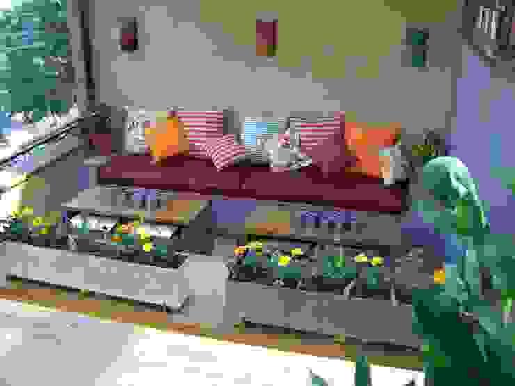 Jardines de estilo rústico de Empório Brasil Marcenaria Rústico Madera maciza Multicolor
