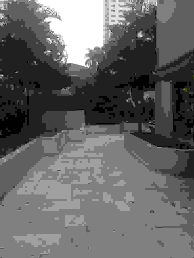 Rustic style balcony, veranda & terrace by LK estudio de design Rustic