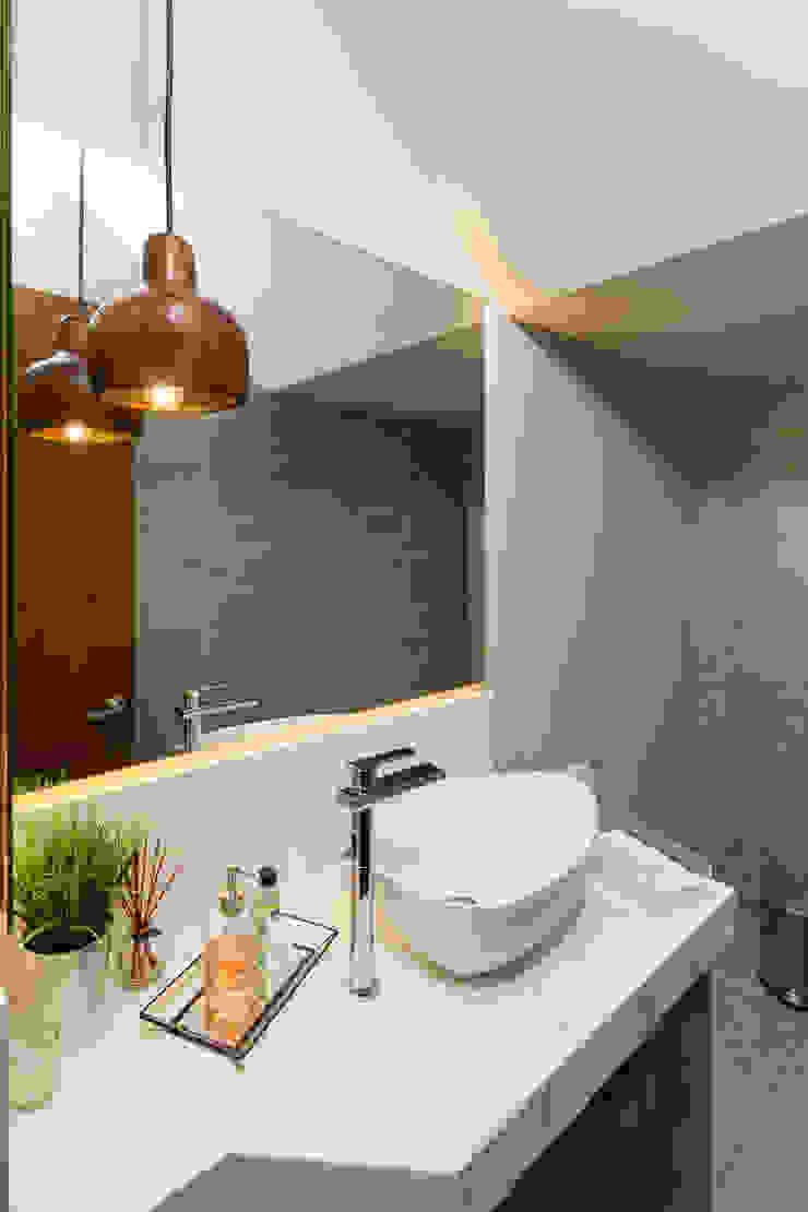 FM Modern Bathroom by TAMEN arquitectura Modern