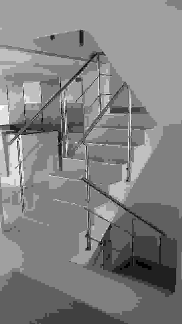 Edificio Colina Campestre No. 2 Pasillos, vestíbulos y escaleras de estilo moderno de bdl concept/studio Moderno