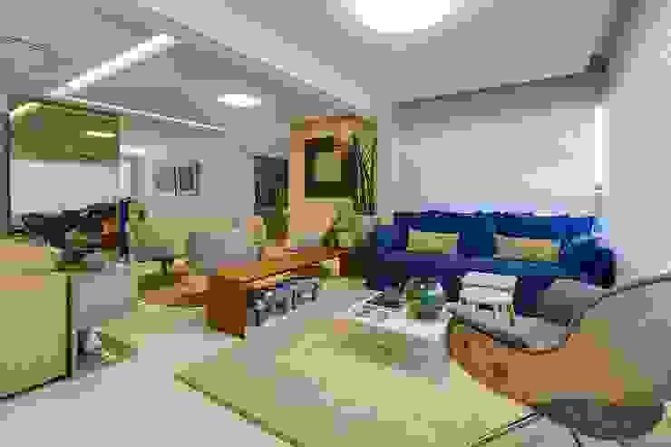 Phòng khách phong cách chiết trung bởi Tânia Póvoa Arquitetura e Decoração Chiết trung