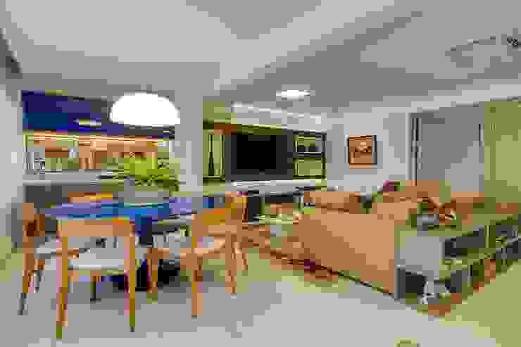Phòng ăn phong cách chiết trung bởi Tânia Póvoa Arquitetura e Decoração Chiết trung