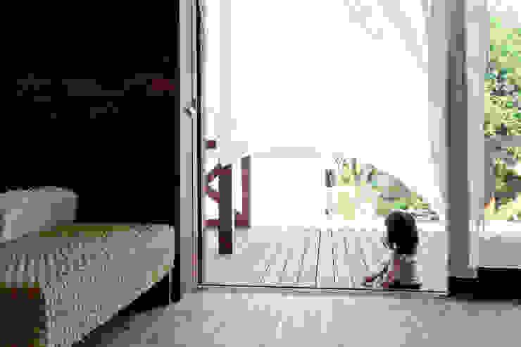 環アソシエイツ・高岸設計室 Balcones y terrazas asiáticos Madera Multicolor