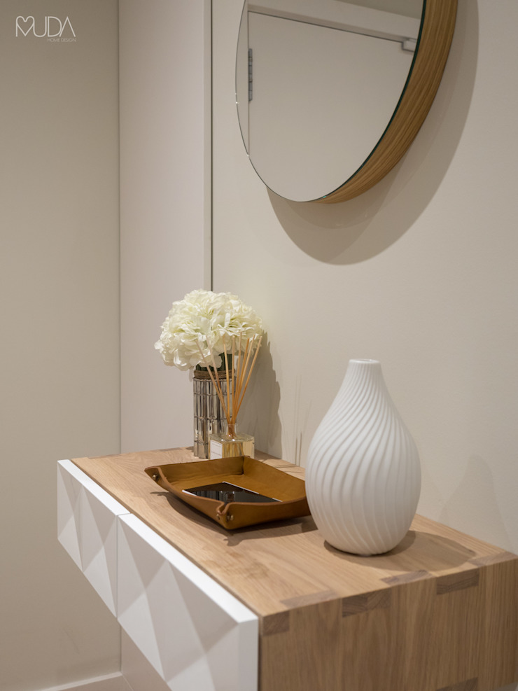 MUDA Home Design Modern corridor, hallway & stairs