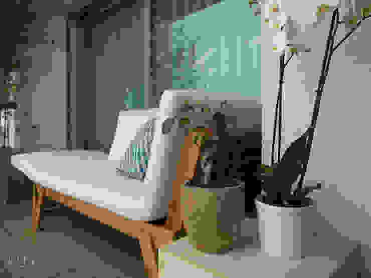 MUDA Home Design Modern style balcony, porch & terrace