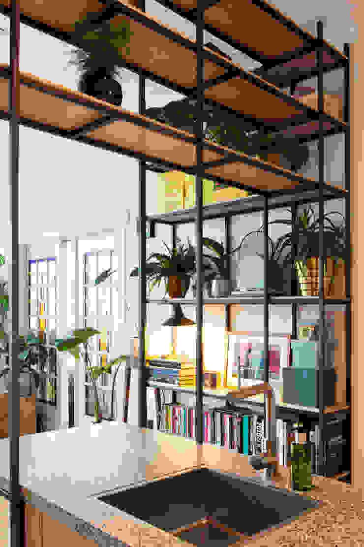 Amsteldijk Eclectische woonkamers van Kevin Veenhuizen Architects Eclectisch IJzer / Staal
