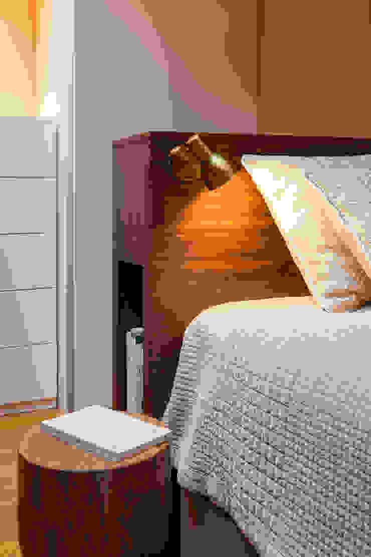 Mezzanine_Pormenor da cabeceira de cama por Traço Magenta - Design de Interiores Moderno