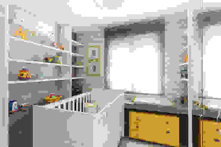 Pura!Arquitetura Minimalist nursery/kids room Grey