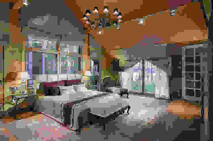 """Загородный дом в посёлке """"HONKA"""" на Медном озере, 450 м.кв. :  в . Автор – FullHouseDesign,"""