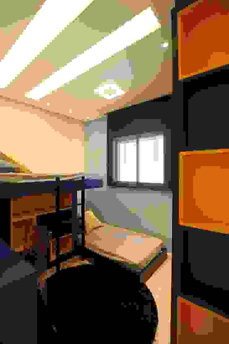 Modern nursery/kids room by Pricila Dalzochio Arquitetura e Interiores Modern