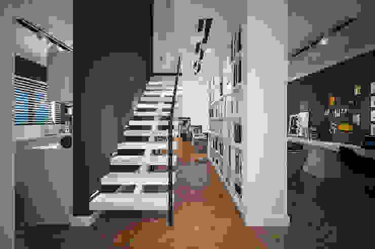 Pasillos y vestíbulos de estilo  por Tasarımca Desıgn Offıce, Moderno
