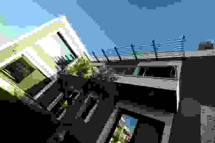 現代房屋設計點子、靈感 & 圖片 根據 Tasarımca Desıgn Offıce 現代風