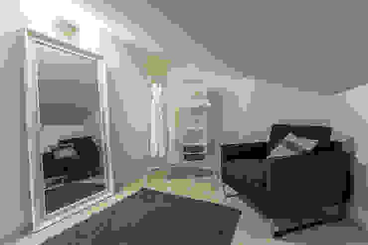 Vestidores de estilo minimalista de Bologna Home Staging Minimalista