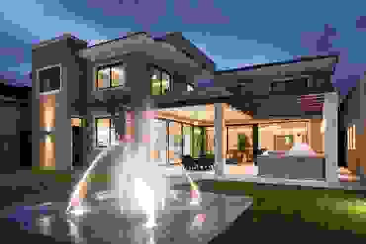 FACHADA POSTERIOR Casas modernas de Rousseau Arquitectos Moderno