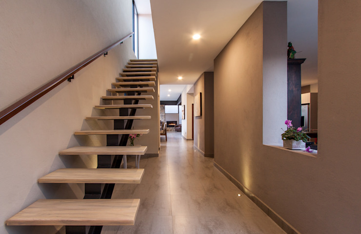 Modern Corridor, Hallway and Staircase by Loyola Arquitectos Modern