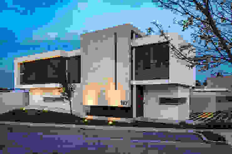 SICOMOROS UNO CERO SIETE Casas modernas de GENETICA ARQ STUDIO Moderno