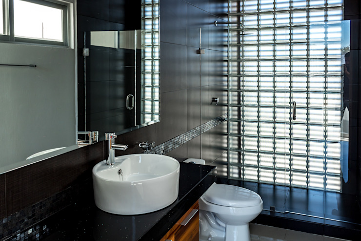 Bathroom by GENETICA ARQ STUDIO,