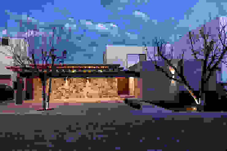 Fachada principal. Casas modernas de Loyola Arquitectos Moderno