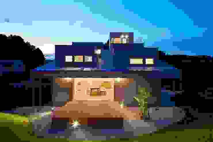 Modern windows & doors by 藤原・室 建築設計事務所 Modern