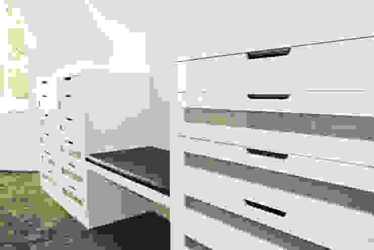 Planungsbüro für Innenarchitektur Vestidores y placares de estilo moderno