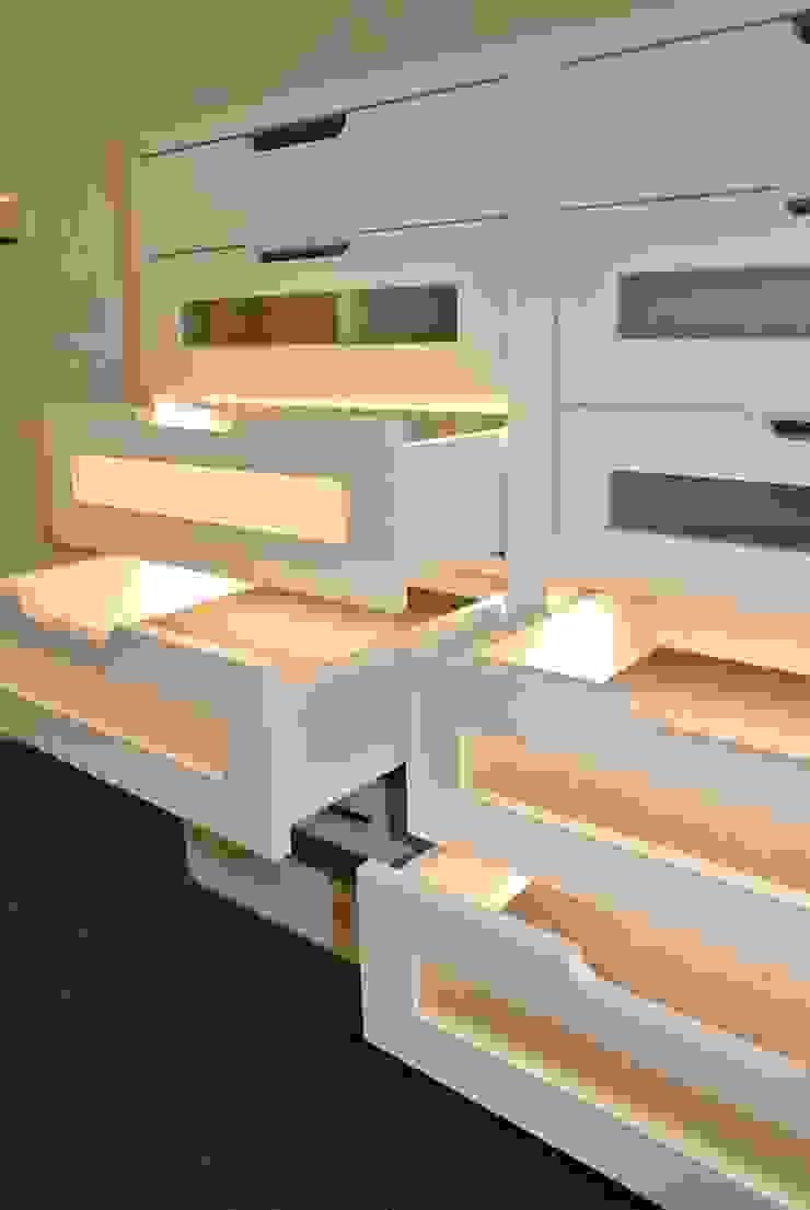Planungsbüro für Innenarchitektur Closets de estilo moderno