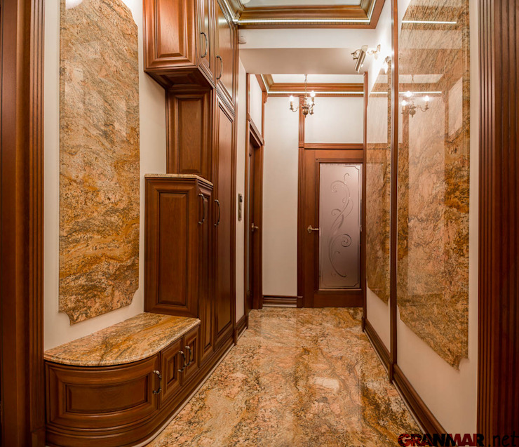 Classic style corridor, hallway and stairs by GRANMAR Borowa Góra - granit, marmur, konglomerat kwarcowy Classic Granite