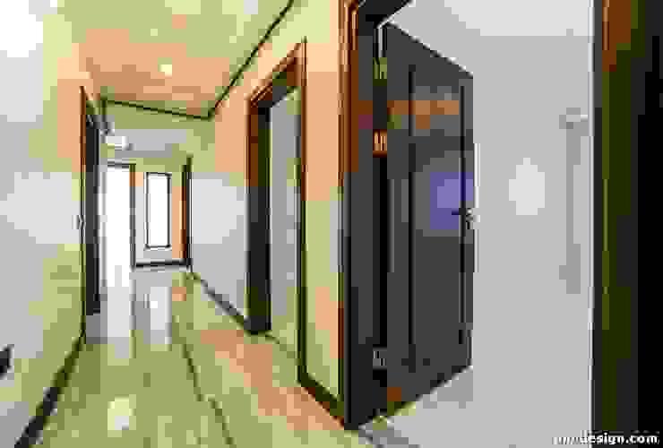 Minimalist corridor, hallway & stairs by Onn Design Minimalist Granite