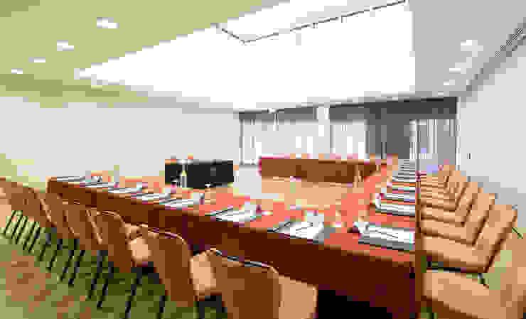 Hotel Tivoli Avenida da Liberdade Escritórios modernos por MARIA ILHARCO DE MOURA ARQUITETURA DE INTERIORES E DECORAÇÃO Moderno