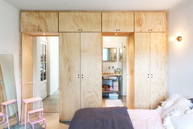 Bedroom by Kevin Veenhuizen Architects, Industrial Wood Wood effect