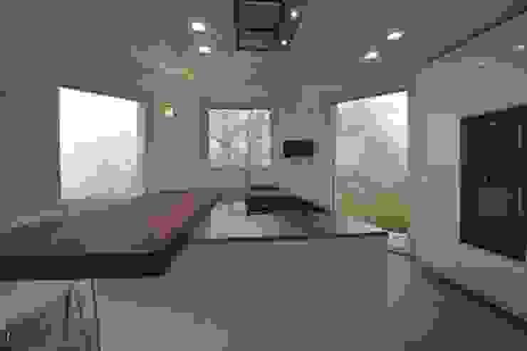 CUCINA BIANCO LUCIDO SU MISURA Cucina moderna di Frigerio Paolo & C. Moderno Legno Effetto legno