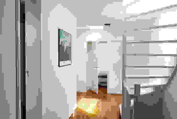 BAARSJES RENOVATION Moderne gangen, hallen & trappenhuizen van Kevin Veenhuizen Architects Modern Hout Hout