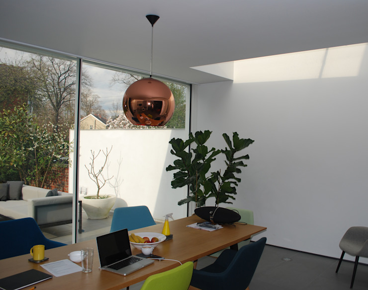 College Road, Manchester. Modern living room by Studio Maurice Shapero Modern Glass