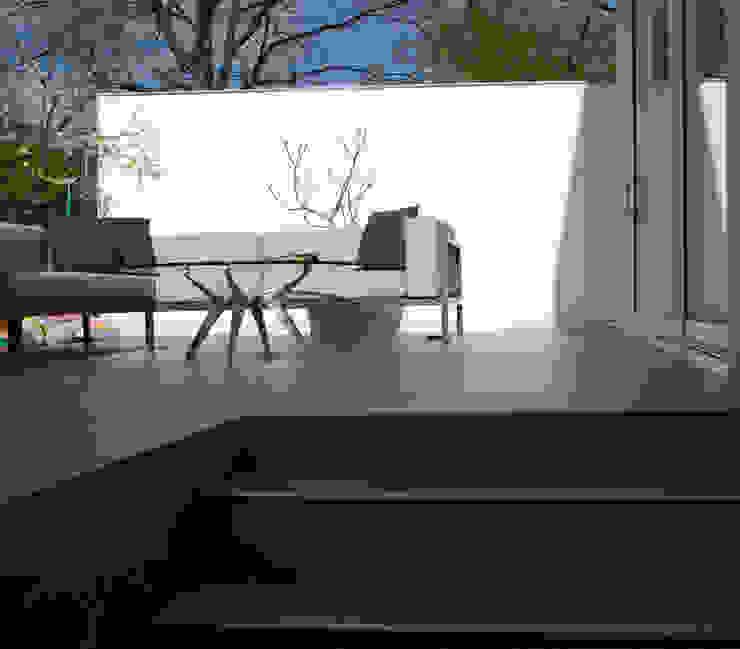 College Road, Manchester. Minimalist balcony, veranda & terrace by Studio Maurice Shapero Minimalist