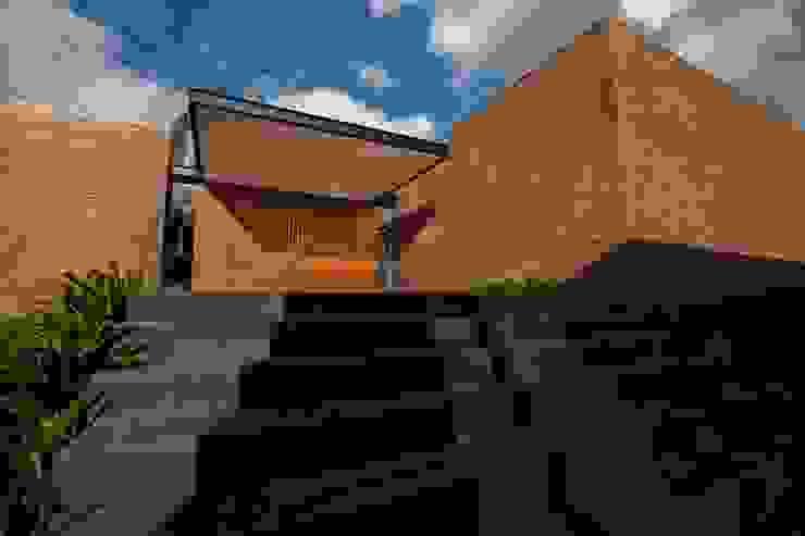 Casa Finca Cuyaya Horizontal Arquitectos Casas modernas: Ideas, imágenes y decoración Ladrillos