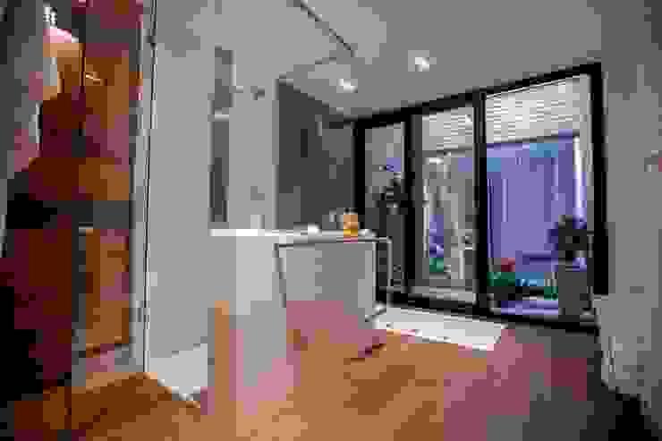 Casa Finca Cuyaya Baños modernos de Horizontal Arquitectos Moderno Madera Acabado en madera