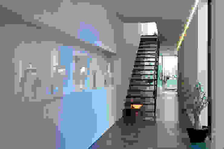 浜田山の家 ミニマルスタイルの 玄関&廊下&階段 の 遠藤誠建築設計事務所(MAKOTO ENDO ARCHITECTS) ミニマル