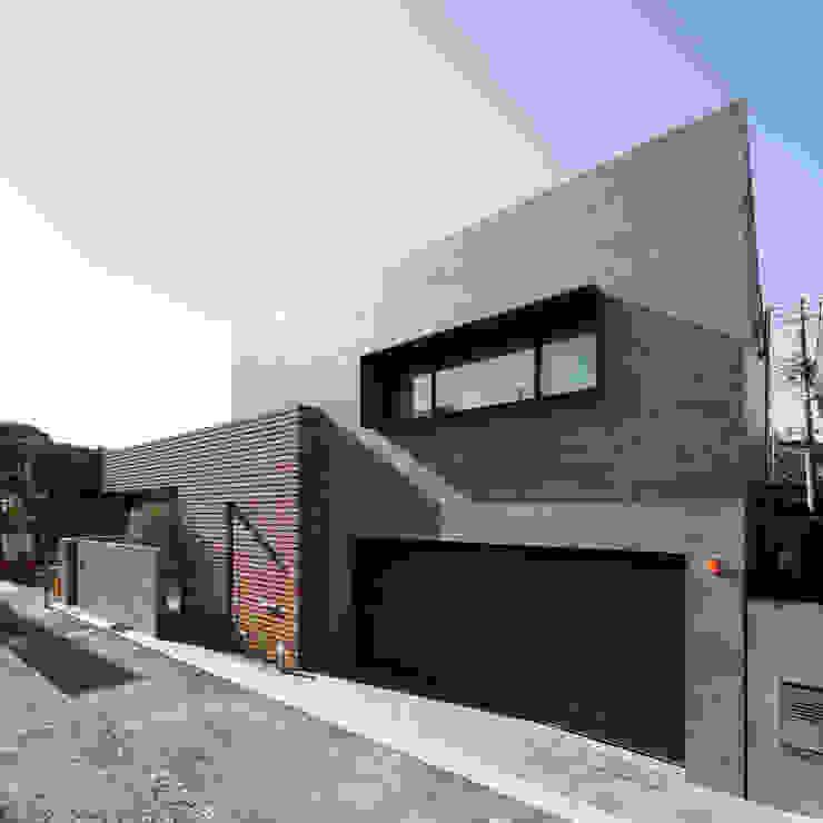 カトウアーキテクトオフィス บ้านและที่อยู่อาศัย