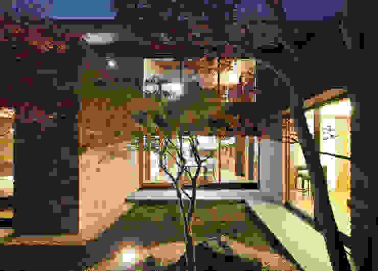 Jardines de estilo  por カトウアーキテクトオフィス, Moderno