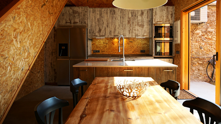 Kitchen by RIBA MASSANELL S.L., Industrial Wood Wood effect
