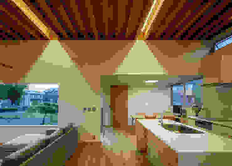 Modern Kitchen by カトウアーキテクトオフィス Modern