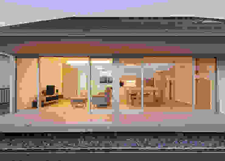 Rumah Modern Oleh カトウアーキテクトオフィス Modern