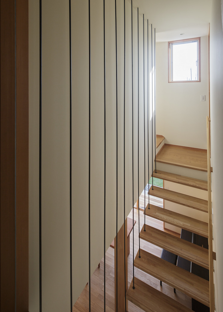 Modern Corridor, Hallway and Staircase by カトウアーキテクトオフィス Modern