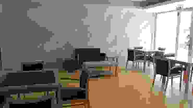 Unidade de Cuidados Continuados de Coruche Salas de estar modernas por MARIA ILHARCO DE MOURA ARQUITETURA DE INTERIORES E DECORAÇÃO Moderno