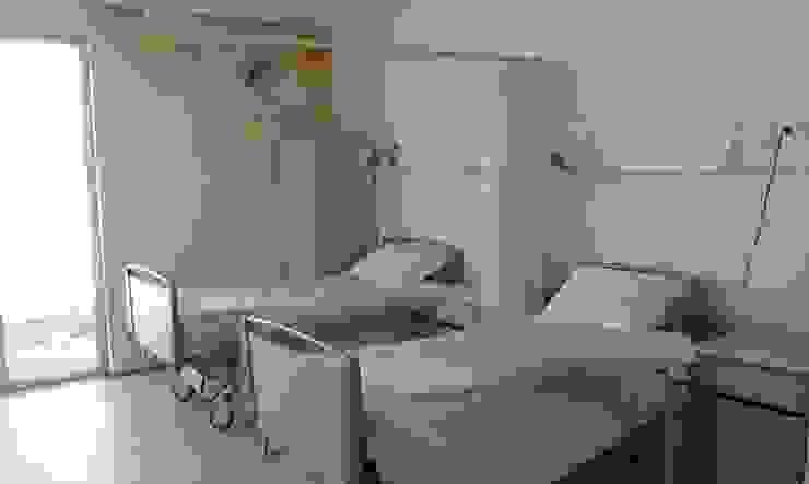 Unidade de Cuidados Continuados de Coruche Quartos modernos por MARIA ILHARCO DE MOURA ARQUITETURA DE INTERIORES E DECORAÇÃO Moderno