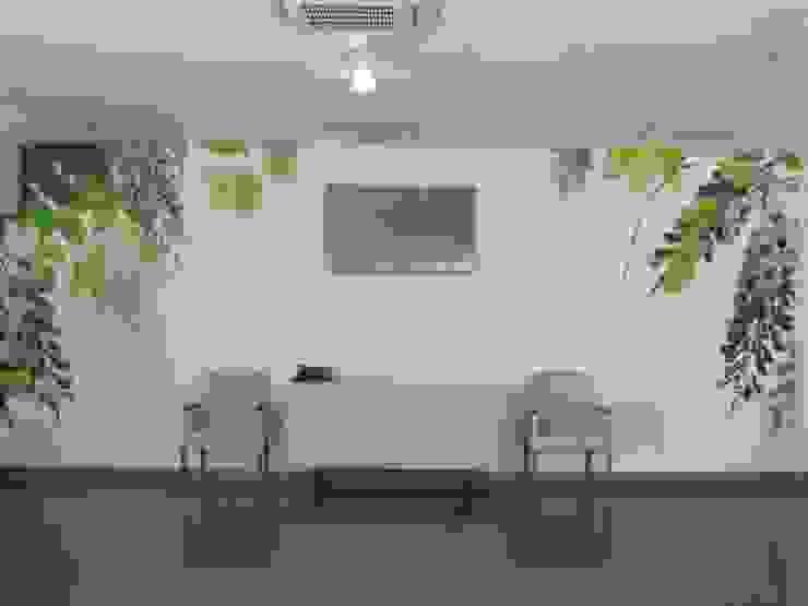 Unidade de Cuidados Continuados de Ponte de Sor Salas de estar modernas por MARIA ILHARCO DE MOURA ARQUITETURA DE INTERIORES E DECORAÇÃO Moderno