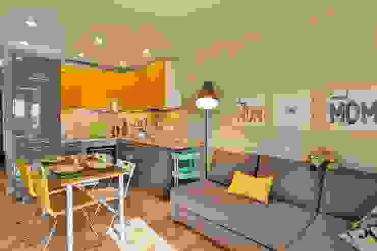 Солнечная квартира-студия в ЖК Бумеранг: Гостиная в . Автор – Студия дизайна Дмитрия Артемьева 'Prosto Design',