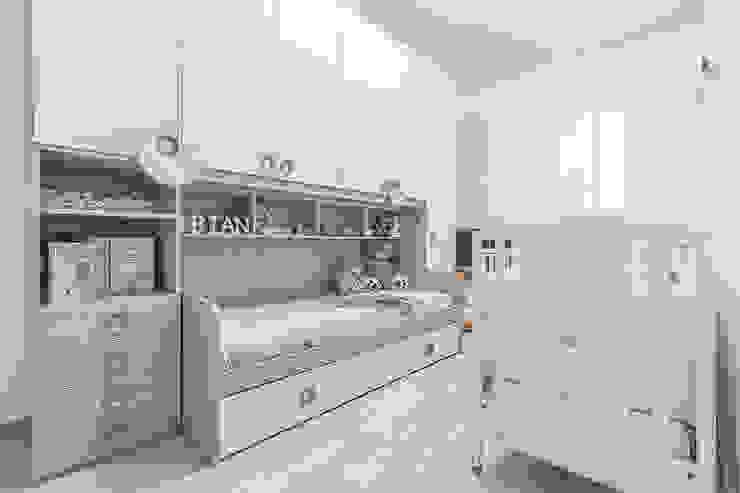 Kinderzimmer von Facile Ristrutturare, Modern