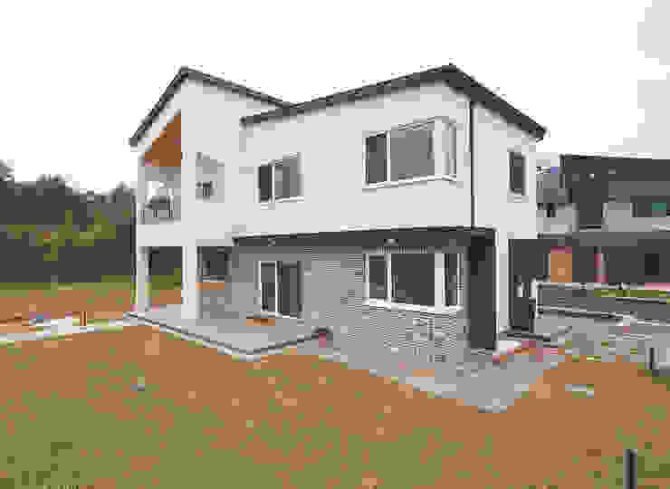 現代房屋設計點子、靈感 & 圖片 根據 (주)그린홈예진 現代風