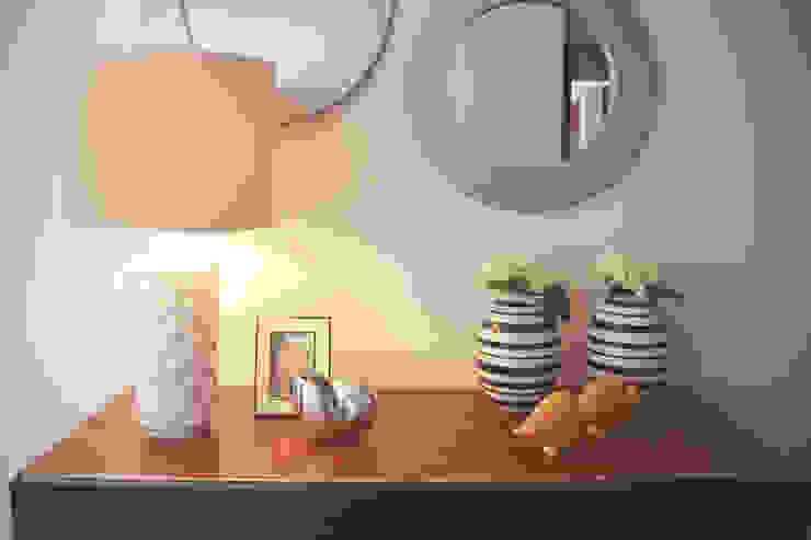 Sunny Grey - Apartamento em Miramar Corredores, halls e escadas modernos por Perfect Home Interiors Moderno
